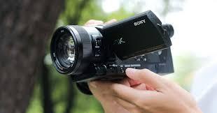 Trên tay Sony Handycam AX700: máy quay chuyên dụng với cảm biến của RX10  IV: 960 fps, S-log...