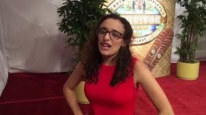 Hannah Shapiro chats on red carpet at 'Survivor: Millennials vs ...