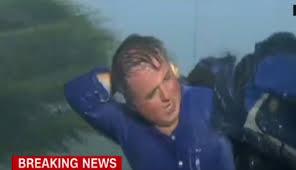 Kasırganın ortasında kalan CNN muhabirinin zor anları