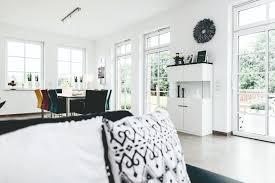 Durch in die wand integriertes licht lässt sich eine besondere wirkung erzeugen und schafft eine neue dimension des raumes. Komfort Und Wohlfuhlen Im Smart Home Voltimum
