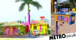 Neighbors outraged after homeowner splatters his house in bright paint |  Metro News