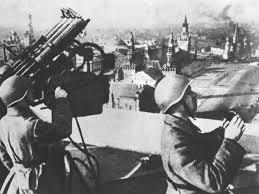 Гражданская оборона во время Великой Отечественной войны  МПВО за время Великой Отечественной войны постепенно превратилась в общегосударственную систему защиты тыла страны и стала важным элементом