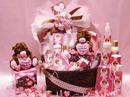 the best gift basket themes for women