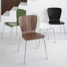 our clic bent plywood side chair with retro hourgl curves in the generous seat and back brings an updated modern look to dining rooms and kitchens