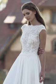 Modell Kira 827 Silk Lace Hochzeitskleider Wir Verfolgen