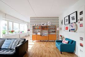 accent wall designs living room. playful wallpaper accent wall. patterned midcentury living room wall designs