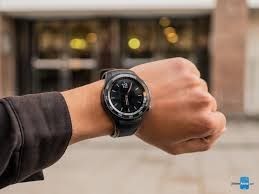 huawei smartwatch on wrist. huawei watch 2 hands-on: my wrists are way too small for that smartwatch on wrist m
