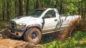 Dodge Ram 2500 vs Mitsubishi L200 vs Toyota FJ Cruiser in MUD [Off ...