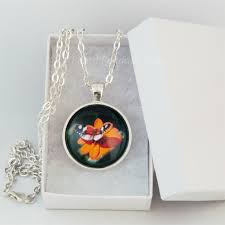 round pendant tray finished necklace