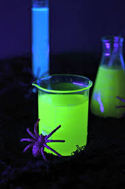 Light Cocktails Halloween Cocktails That Glow In The Dark With A Black Light
