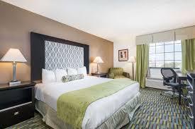 suite wyndham garden hotel downtown wichita
