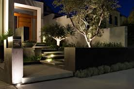 Contemporary Front Yard. Image Source: To Home Design