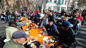 more cities are making handing out food to homeless illegal     full