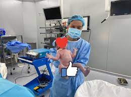 Bác sĩ điển trai, mát tay vừa đỡ đẻ đôi cho Hồ Ngọc Hà: Tôi có lỗi với gia  đình
