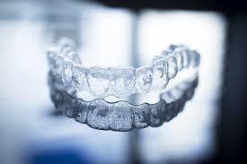 Invisalign zobni aparat