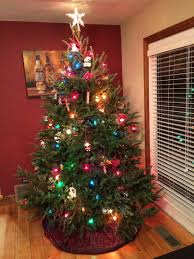 We found 70++ Images in Decorate A Christmas Tree With Colored Lights  Gallery: