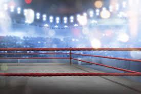 Пустой боксерский ринг с красными <b>веревками для</b> матча ...