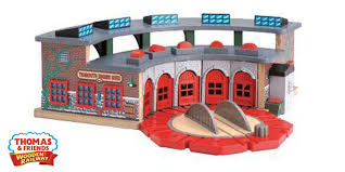 thomas and friends deluxe wooden train roundhouse
