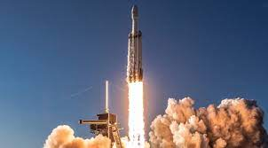 SpaceX schedules first Falcon Heavy ...