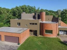 House Is; 7 Bedrooms, 7 Baths, 4 Car Garage, This Joliet Wow!