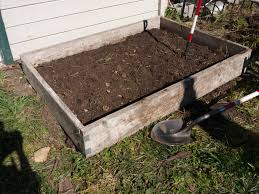and easy raised garden bed
