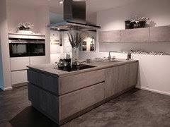 Wie so eine moderne betonküche mit holz aussehen kann, gibt's im artikel mit fotos zu sehen. Bodenbelage Kuche In Betonoptik