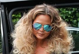 Kudrnaté Vlasy Jako Trend Letošního Roku Víte Jak Na Ně ženycz