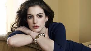 Contudo, Witherspoon abandonou o projeto em meados de janeiro alegando conflitos em sua agenda. De acordo com o Collider, Anne Hathaway ... - 20140209-anne-hathaway
