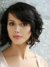 cute short wavy hairstyles with side bangs