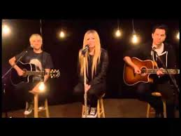 avril lavigne preforms here s to never growing up acoustic for mtv s