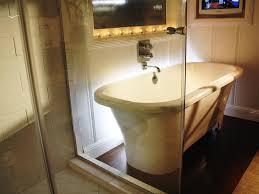 to bathroom bathtubs showers