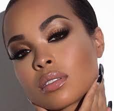 maquiagem para a noite para quem não gosta de resultados tão carregados im dark skin