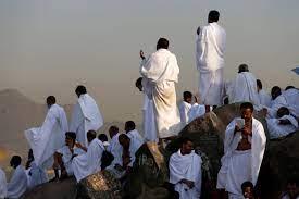 لأداء ركن الحج الأعظم.. حجاج بيت الله يتوافدون إلى صعيد عرفات – الرأي الآخر