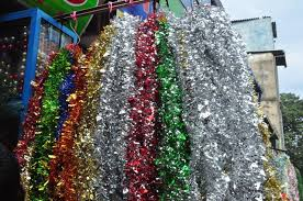 Here everything is colorful and cheap - packets of Santas, little reindeer  and holly wreaths for Rs. 40, streamers for Rs 100. Midst such a bounty of  Xmas ...