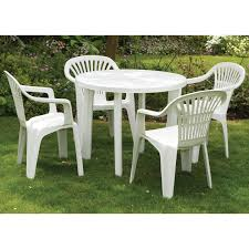round plastic outdoor table and chairs
