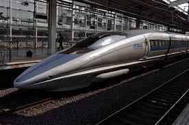 Реферат Железнодорожный транспорт его особенности основные  Рис 4 Японский Синкансен Поезд 500 й серии на станции Киото Март 2005