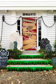 30+ Scary Outdoor Halloween Decorations - Best Yard and Porch Halloween  Decorating Ideas