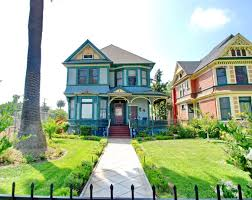 the best neighborhoods to find architectural homes in los angeles