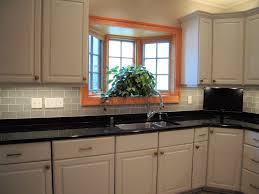 glass tile kitchen backsplash image