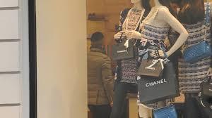 Lorenzo Insigne with wife Genoveffa Darone shopping in Milan - YouTube