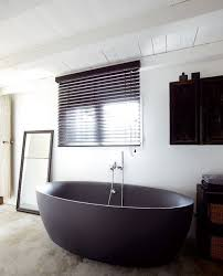 Black Resin Bathtub Decor Ideas