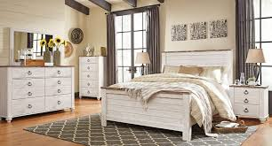 White rustic bedroom furniture Black White Wood Back To Harmonious And Relaxing White Rustic Bed Frame Delaware Destroyers White Mirrored Bedroom Furniture Delaware Destroyers Home
