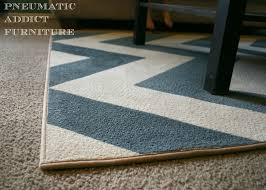 i so glad i didn t paint the binding i think most people would never know this rug had been painted i love the chevron pattern it brought just the amount