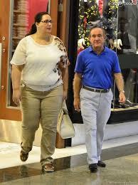 Mulher de Renato Aragão critica vestimenta de passageiro em aeroporto