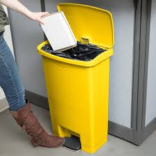 rubbermaid 1883575 slim jim resin yellow front step on trash can 13 gallon