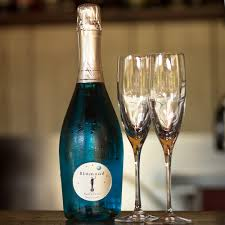 Prosecco Light Blue Label Blue Prosecco Might Just Be The Most Colorful Drink Of The