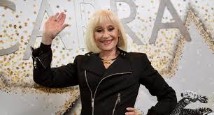 Raffaella Carrà e la terribile malattia che l'ha consumata: ecco di cosa è  morta la grande showgirl
