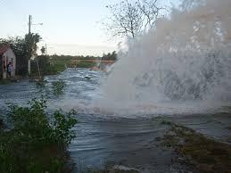 Resultado de imagem para Adutora deixa 40 mil sem água