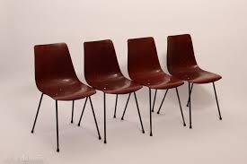 ces quatre chaises cm131 ont été créées par pierre paulin pour thonet en 1954