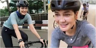 Luna maya dipercaya untuk menjadi juri indonesia's next top model (intm) 2020. Gowes Sepeda Luna Maya Ungkap Manfaat Yang Dirasakannya Okezone Lifestyle